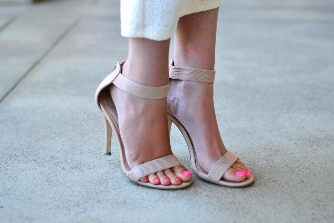 zoom footwear heels